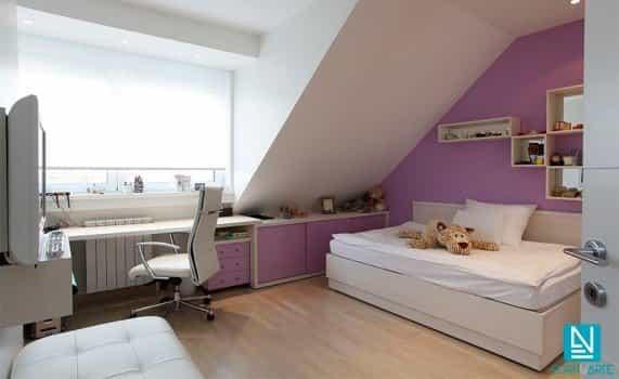 Habitación juvenil con estor enrollable traslúcido blanco